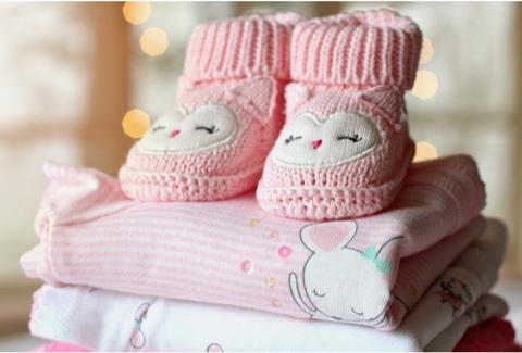 Vetement de bébé gardé en sécurité
